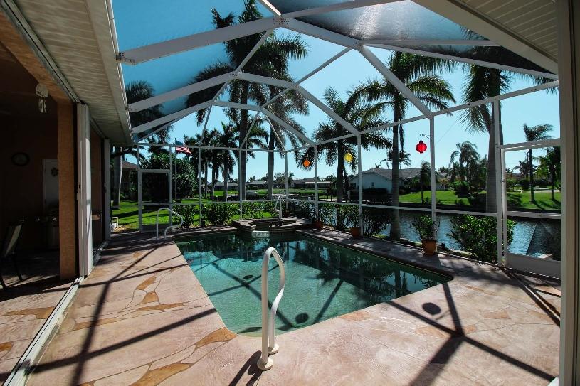 Florida Cape Coral Luxury Canal Villa - 01