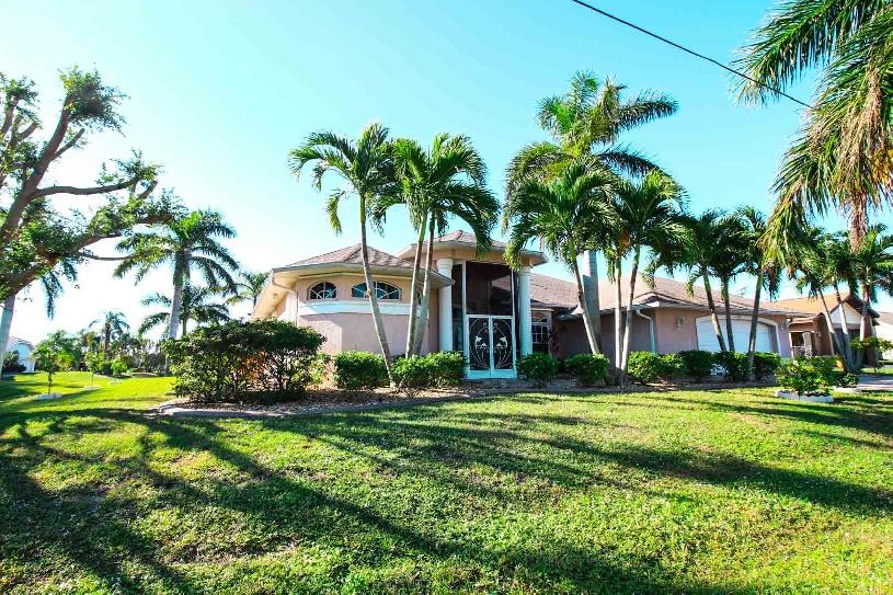 Florida Cape Coral Luxury Canal Villa - 02