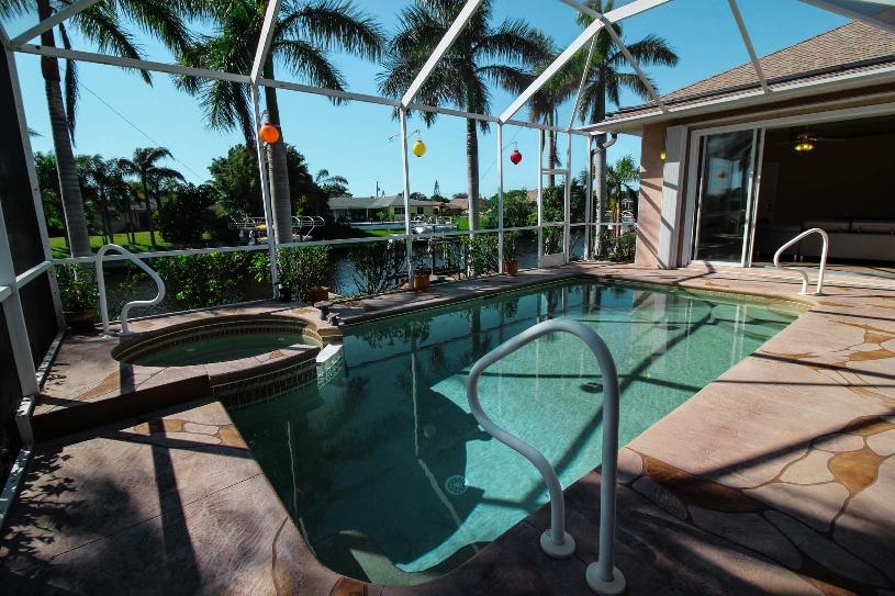 Florida Cape Coral Luxury Canal Villa - 03