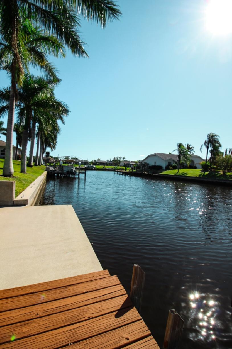 Florida Cape Coral Luxury Canal Villa - 04