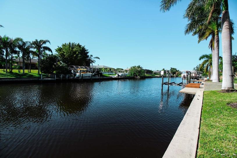 Florida Cape Coral Luxury Canal Villa - 05