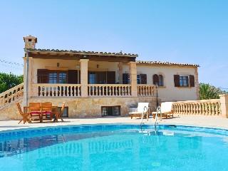 Spanien, Mallorca, Golfvilla mit Pool auf schönem Grundstück
