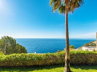 Spanien, Mallorca, Luxus-Golfvilla mit Pool und Meerblick