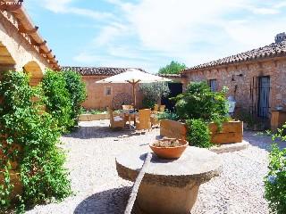 Spanien, Mallorca, sanierte Ölmühle nah am Golfplatz