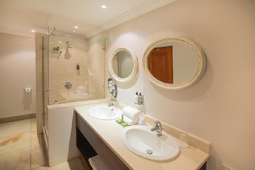 Südafrika Stellenbosch DeZalze Luxury Family Suite - 08
